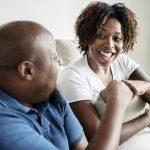 Cuatro consejos para las parejas de Los Ángeles para que el dinero y el matrimonio trabajen juntos